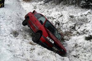 Bilen snurrade runt med nosen mot färdriktningen sedan den slagit i en vägtrumma vid olyckan efter E 14 vid Getberget i Fränsta.