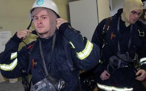 Lennie Eriksson och Oskar Lundkvist är två av de nyanställda deltidsbrandmännen. FOTO: LEIF OLSSON