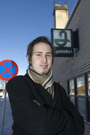 """KAMPANJLEDARE. Daniel Persson driver en uppmärksammad nationell kampanj för det statliga apoteksmonopolet. """"Det är viktigt att läkemedelsförsäljningen inte blir som vilken detaljhandel som helst"""", säger han inför vårens riksdagsbeslut om privata apoteksföretag.Foto: Bernd Büttner"""