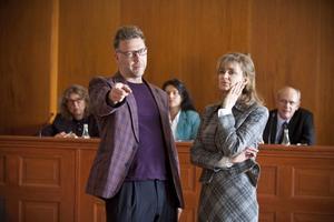 Mikael Persbrandt spelar Markus Haglund och Marie Richardsson hans exfru och motståndare i rätten Ulrika Stiegler i