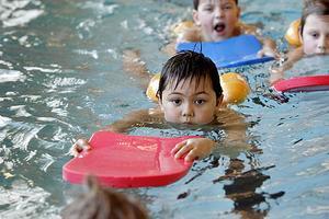 Om två veckor stängs simhallen i Själevad. Bilden är tagen år 2007.