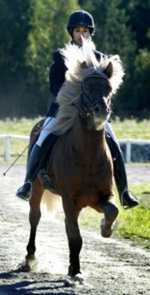 Svenska mästarinnan Jamila Berg tog segrar med både Loftur och Nott.