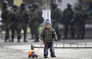 Gröna män i bakgrunden, ockupationen av Krim hade inletts.