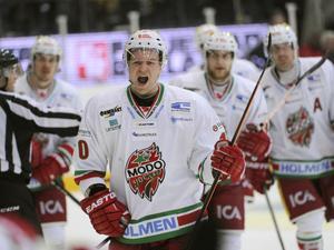 Per-Åge Skröder gjorde sitt andra mål för säsongen när han avgjorde på bortais mot Färjestad. Han kom direkt från utvisningsbåset och pangade in 4-3 målet med dryga minuten kvar av matchen.