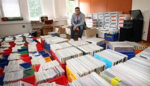 Det har tagit en månad för vikarierande musikredaktör David Holm att sortera alla skivor. Den 22 juli ska Sveriges Radio Gävleborg sälja 25000 av sina skivor.