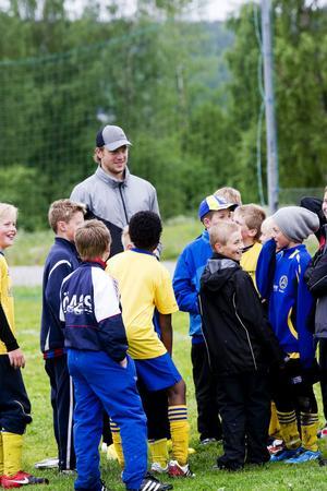 Många av fotbollspelarna var nyfikna och ställde frågor.