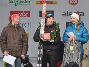 Tua Dahlgren spurtslog Sanna Sjödén, Älvdalen, och Johanna Albertsson, Stugun, i den äldsta tjejklassen i Ungdomsvasan.