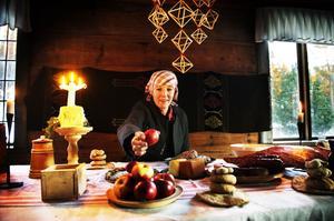 Ulrika Stenbäck Lönnquist berättar om hur julen var förr för besökare på Torpsgården på Norra berget.