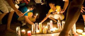 Sörjande tänder ljus för Michel Jackson i Las Vegas när nyheten om hans bortgång kom.