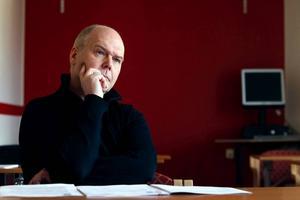 På Höglundaskolan tycker rektorn Ulf Östholm att det är viktigt att lyfta problemet med kränkningar på nätet.