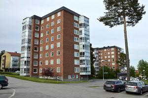 På fjärde våningen här på Kungsvägen 13 ligger den 76 kvadratmeter stora lägenhet som nu sålts för över 34 000 kronor per kvadrat.