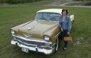 Ann-Sofie Käll med sin Chevrolet Bel Air 1956.