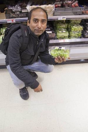 Samjoy Kumar Saha, FrösönSamjoy äter mestadels apelsin, äpplen, päron och druvor som är hans favorit. Han uppskattar att han får i sig fyra frukter per dag. Han brukar göra en fruktmix av bananer, socker, mjölk och lite vatten. Samjoy väljer inte ekologiskt eftersom han inte vet om det är bättre eller inte.