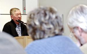 Premiär. Med Magnus Ingwall gjorde Sverigedemokraterna efter fyra år i fullmäktige premiär i talarstolen. –Vi ser möjligheter till samarbete i båda budgetförslagen, sa Ingwall. Vid omröstningen senare avstod de fyra SD-ledamöterna att ge stöd åt något av förslagen.BILD: ULRICA STOETZER