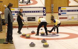 Kamp i boet om SM-titeln i mixed-curling.