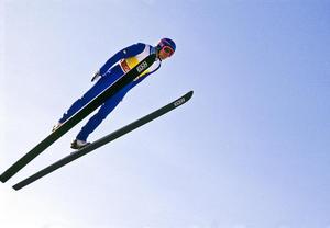 Jan Boklöv flyger under Calgary-OS 1988. Foto: Jan Collsiöö/TT