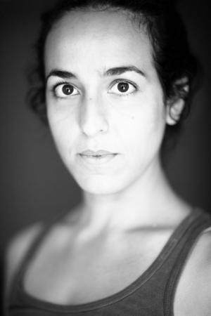 """Pooneh Rohi är doktorand i lingvistik. Hon romandebuterar som författare med """"Araben""""."""