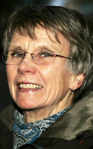 Sofie Lirell,65 år, Körfältet:– Ja det händer, jag svarar i telefon. Men jag skickar inga sms eller läser sms när jag kör bil, för då kan jag inte hålla koncentrationen. Då stannar jag.