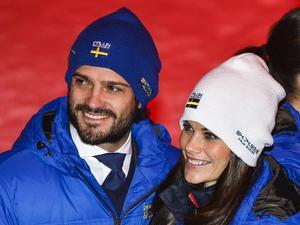 18 februari 2015: Carl Philip och Sofia Hellqvist på plats vid invigningen av skid-VM i Falun.