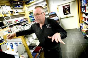 """Orimligt dyrt. """"Det är hyresnivåer i klass med vad som gäller i Malmö och Göteborg"""", säger bokhandlaren Janne Pihl om fastighetsägarens  hyreskrav."""