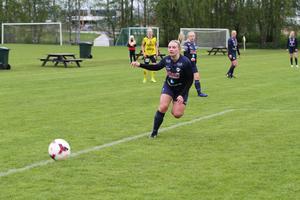 Hanna Lindqvist och resten av Huges tjejer fick äntligen vinna. Det blev 2–1 i den svåra bortamatchen mot Rimbo på nationaldagen.