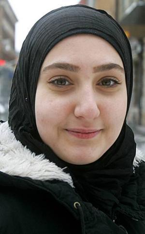 Bushra Aldabagh, 20 år, Torvalla:– Inte så mycket, nej. Jag kan se mer OS i framtiden. Jag gillar fotboll. Jag tittar när Real Madrid och Barcelona spelar, och när mitt lag i Irak spelar. Barcelona är bäst.