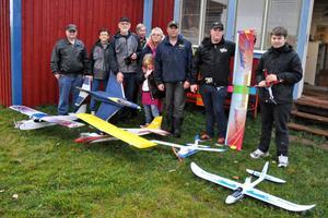 Delar av Södra Dalarnas Radioflygklubb träffades i Ljusterängarna på torsdagen, trots det dåliga vädret.