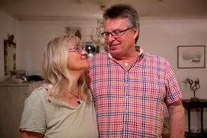 Agneta och Tord Olsson andas ut efter det otäcka björnmötet.