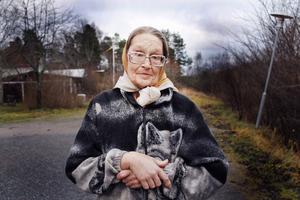 68-åriga Christina Wahljalt beskriver sig som helt frisk, förutom den skadade axeln och att hon tidigare känt av sin astma.