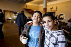 Ahmad från Egypten och Sadam från Gaza har precis ätit sin lunch. Det är många barn som bor här på asylboendet i Åre.