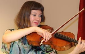 Lilli Maijala imponerade stort med sin viola i Bachs cellosvit nr 2.