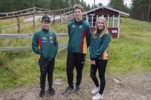 Oskar Bütikofer, Marcus Dolk och Emilia Ovegren är ledare för orienteringslägret.