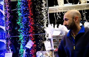Butikschef Houtan Ebrahim på Rusta uppger att man alltid kontroller så att varorna har rätt märkning.