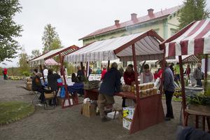 Mickelsmässmarknaden var i full gång under lördagen på Stenegård i Järvsö.