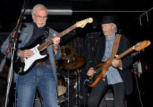 Gitarristen Tony Ribbås och basisten Anders Björkman i stilstudie.
