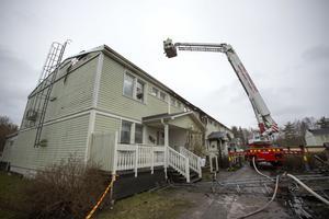 Under fredagskvällen brann nio stycken bostadrättsradhus ner i Vallhov, Sandviken.