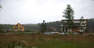 Blomstrande Airpark. Det separata projektet med Siljan Airpark påverkas inte alls av de ekonomiska problemen för de andra projekten. Airparken har varit en succé och flera hus är redan inflyttningsklara. Foto:Göran Persson