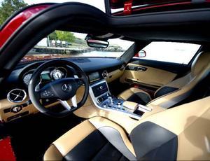 I Mercedes SLS sitter man bra och sikten är god.Foto: Pontus Lundahl/Scanpix