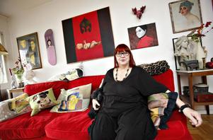 – Vi borde bli bättre på att ge konsten plats i samhället, säger Kiki Larsson.