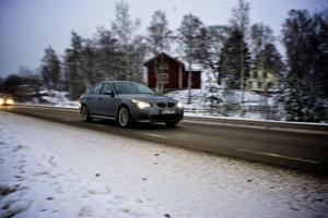 Trafiken tätnade under torsdagseftermiddagen på riksväg 80 från Gävle mot Falun. Stötvis kom 15-20 bilar på rad.
