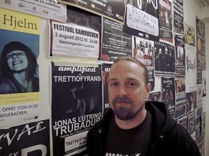 Medborgarskolans Alexander Högbom, musikansvarig på Glashuset i Ludvika, är en av dem som är sugen på att driva fritidsgård i Smedjebacken.