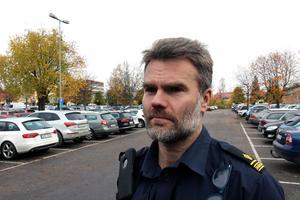 Utredningschefen Pär Israelsson är bekymrad över den till synes mycket välorganiserade stöldligans framfart.