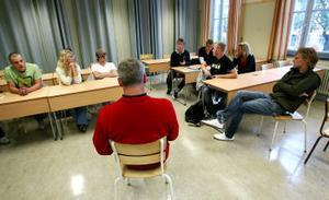 Enhetschefen Björn Swedén och eleverna samlades igår i Hedbergska skolan för att försöka reda ut de missförstån dom uppstått i samband med intagningar till gymnasieföreningarna.