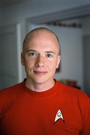 Snart är Virus-serien färdigskriven. Då funderar Daniel Åberg på att återvända till sin uppväxts Sandvikentrakter i en hemvändarroman.