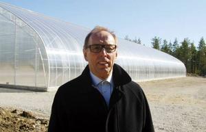 Sven Görgård, projektledare, berättar att det till att börja med ska odlas tomater i det försöksväxthus som byggts upp.