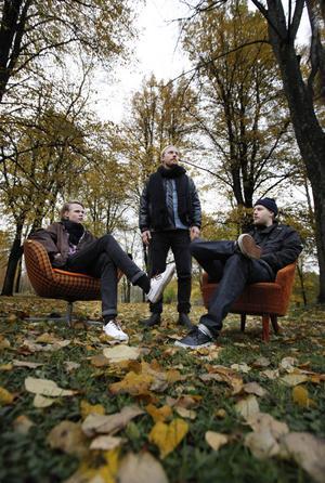 Marcus Malmström, Marcus Jungerstam och Alexander Norberg är värdarna som lockar till höstdans på nya klubben Merde på lördag. Franska M83:s
