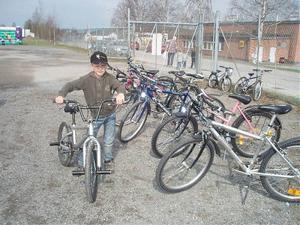 Sebastian Devall var glad över sin nya cykel som han köpte på cykelbytardagen under Övergårdsdagarna.