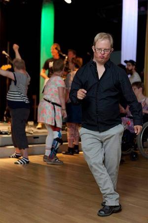 Utöver den vanliga dansen fick de som ville även prova på att dansa zumba.