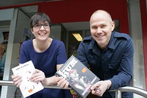 Med var sin nyligen utgiven roman är Jenny Milewski och Henrik Tord Eriksson hemma i Avesta över påsken.