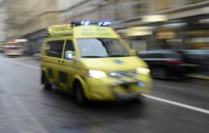 Under ett dygn rycker ambulanspersonalen ut i snitt 44 gånger. Den som behöver vård ska få det, skriver Ann-Marie Johansson (S).